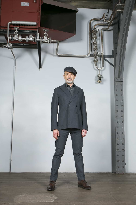 Modèle costume gris coton