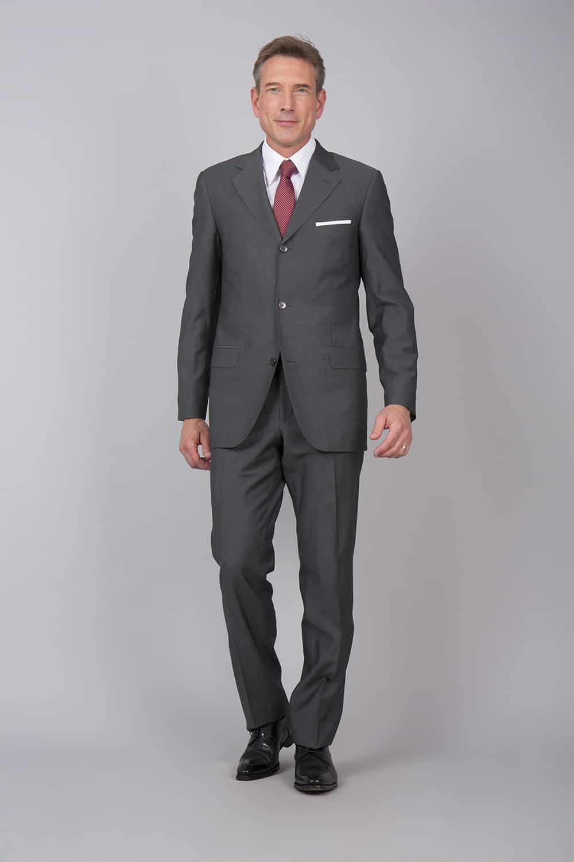 ensemble costume gris sur mesure tailleur