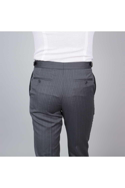 cérémonie tenue grise gilet blanc tailleur pantalon dos